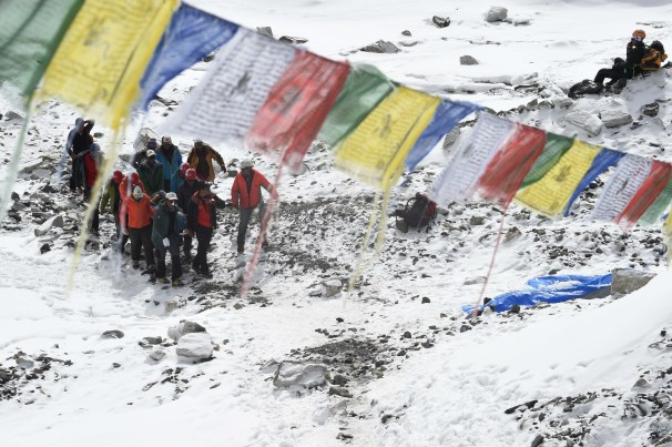 Rescue team personnel carry an injured person towards a waiting rescue helicopter at Everest Base Camp on April 26, 2015, a day after an avalanche triggered by an earthquake devastated the camp. Photo by Roberto Schmidt/AFP/Getty Images