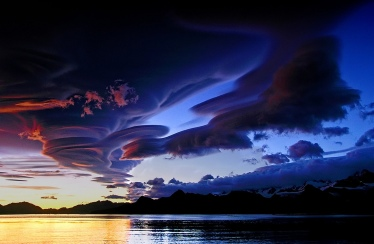 Lenticular clouds look like UFO spaceships -